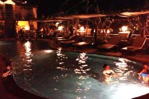 бассейн в отеле в Камбодже