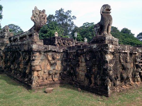 kambodzha-terrasa-slonov