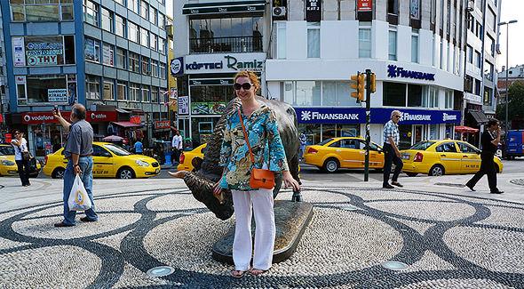 статуя быка символ кадыкей