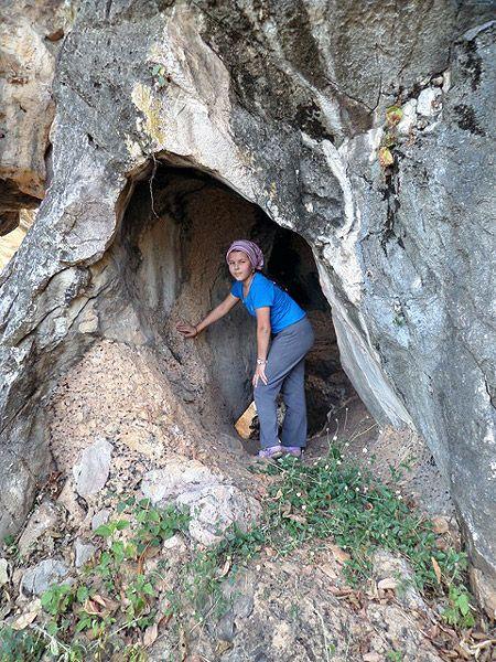 один из входов в пещеру
