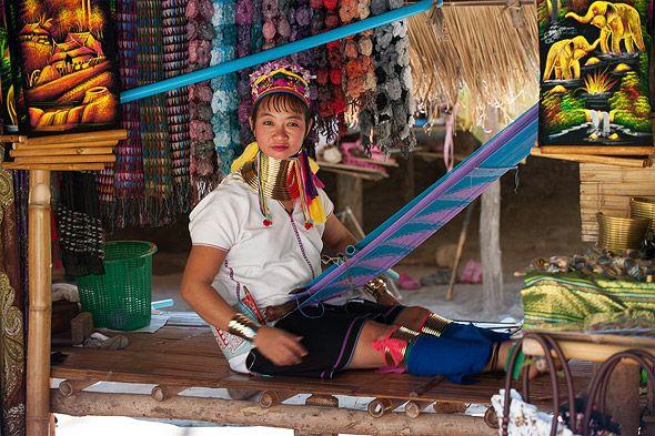 за работой деревня длинношеих женщин тайланд