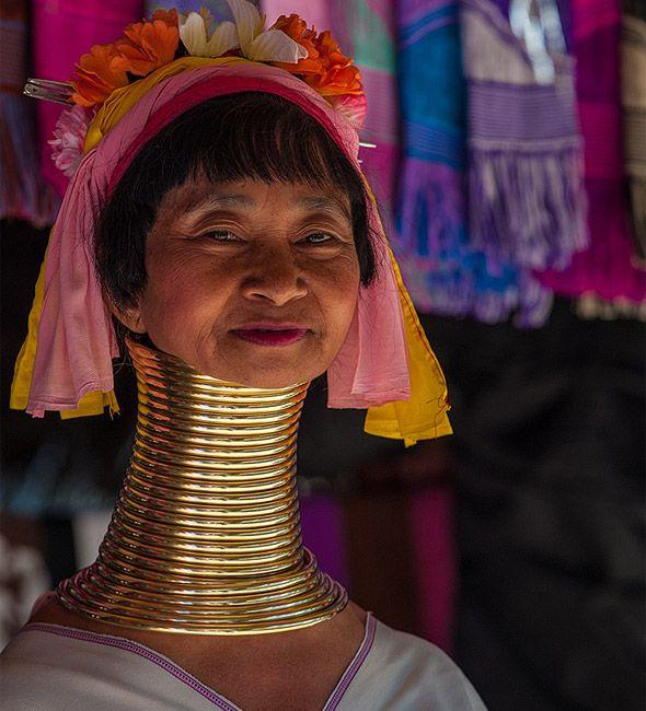 племя длинношеих в тайланде кольца украшения на  шее
