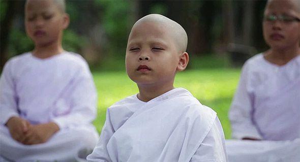 девочки послушницы монахини в тайланде