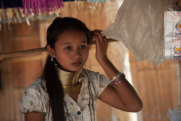 племя длинношеих в тайланде шея обычной длины