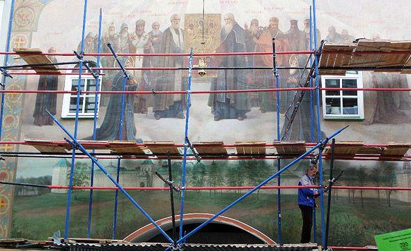 расписывают фрески троице сергиева монастыря