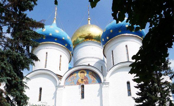 голубые и золотая главки успенский собор троице сергиевой лавры