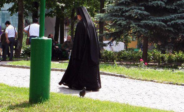 троицко-сергиев монастырь монах  в клобуке