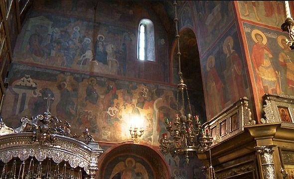 внутри троицкого собора троице-сергиева монастыря серебряная рака