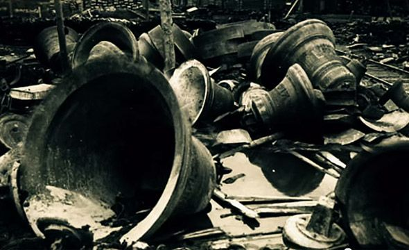 сброшенные колокола колокольня троице сергиевой лавры