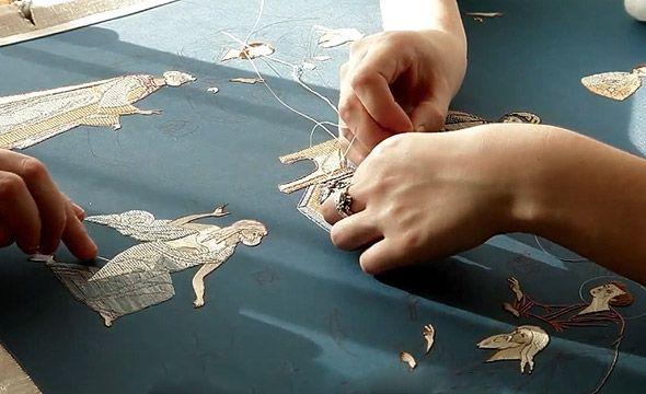 пальчики золотошвеек вышивают