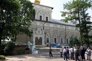 трапезная с храмом сергия радонежского сергиева лавра