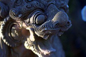 скульптурное украшение храма на озере братан
