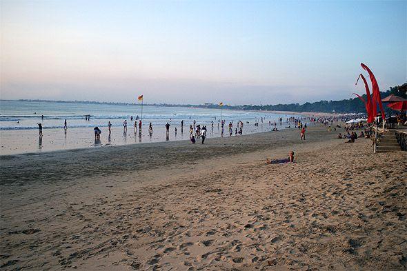 популярный пляж бали кута