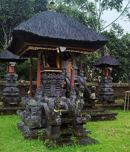 один из множества храмов на бали