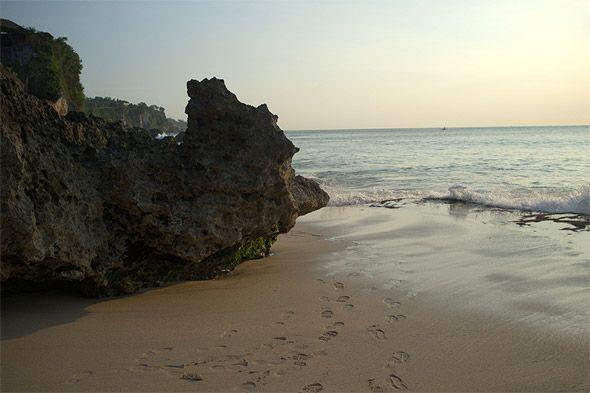 желтый песок на бали