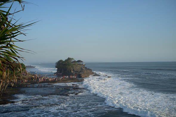 побережье бали которое охраняет храм танах лот