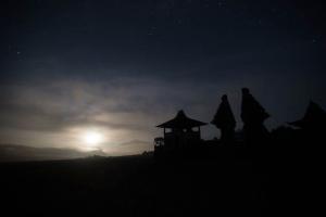индуистский храм ночью