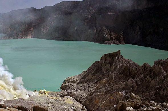 остров ява достопримечательность кислотное озеро