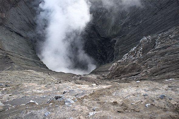бездонный кратер бромо