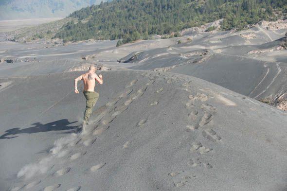 бег по песчаным дюнам