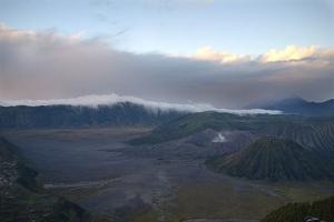 рассвет панорама вулканов бромо и баток