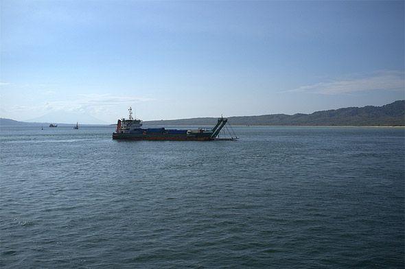 судно в балийском проливе