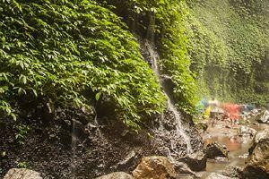 красивый водопад восточная ява