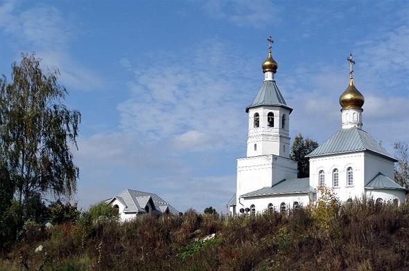 белоснежный храм у тишковского залива