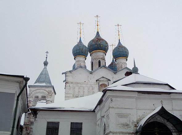 церкви ростова великого рядом с кремлем