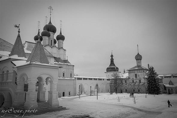 две церкви ростовского кремля