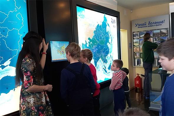 интерактивные схемы и плазменные панели в музее гэс
