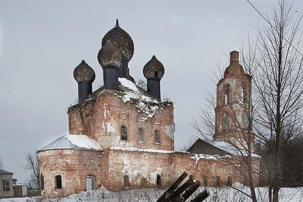 полуразрушенный храм по дороге углич калязин