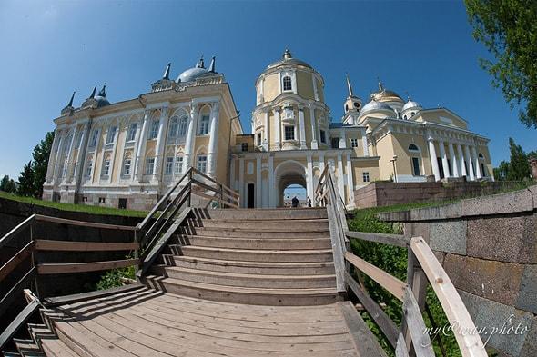 арка святых ворот церкви преподобного нила
