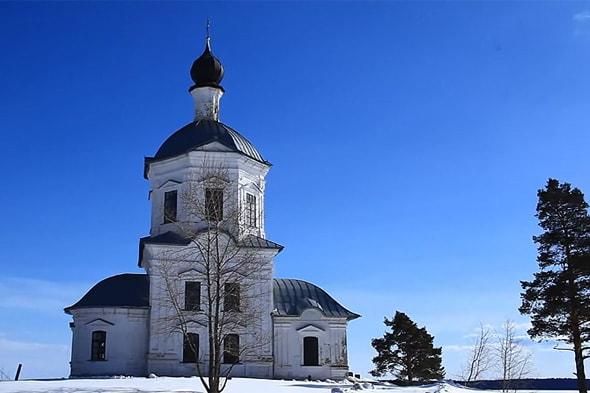 крестовоздвиженская церковь на мысу острова столобный