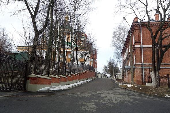 начало главной улицы покровского хотькова монастыря
