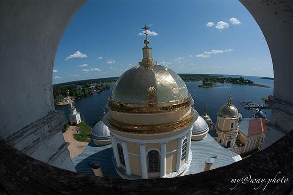 золоченые купола собора