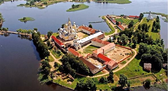 монастырь нила столобенского с высоты