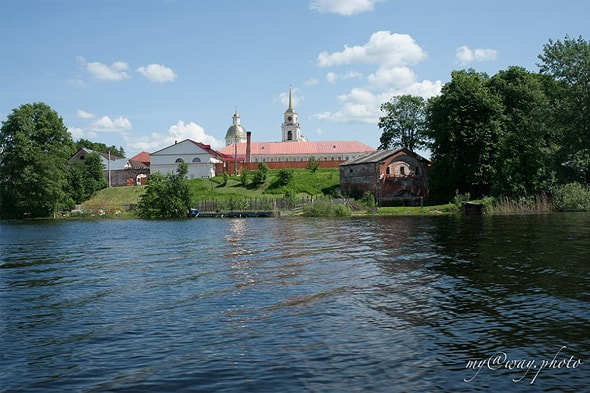 монастыские хозяйственные постройки