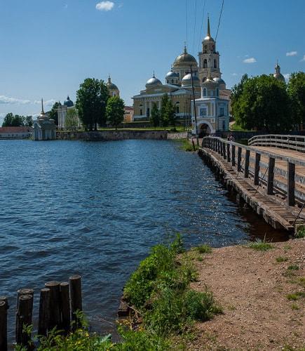 деревянный мостик и светлицкая башня