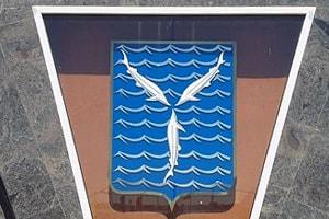герб саратова три стерляди на голубом фоне
