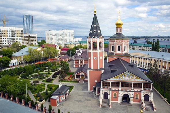самая старая постройка свято троицкий собор