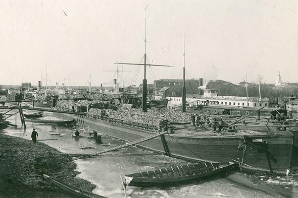 в начале прошлого века все транспортировалось по воде