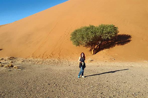 возле дюны в пустыне намиб