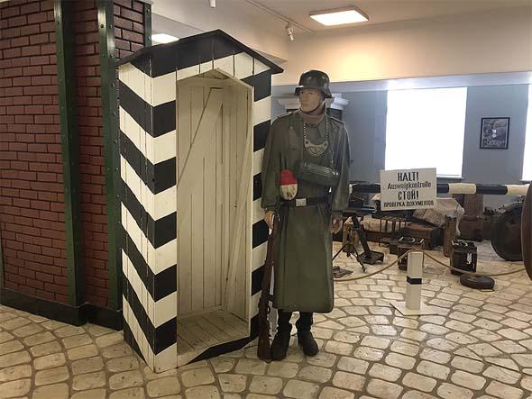 инсталляция немецкий кпп музей техники в красногорске
