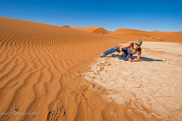 пески пустыни намиб наступают  на флей