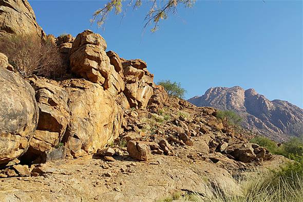 скальные образования и гранитные горы