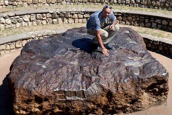 самый большой цельный метеорит из найденных на земле