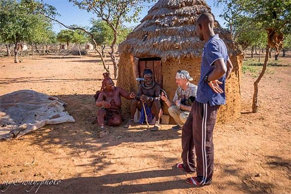у хижины старейшины племени химба