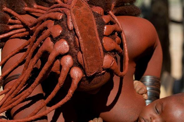 оригинально уложенные волосы химба