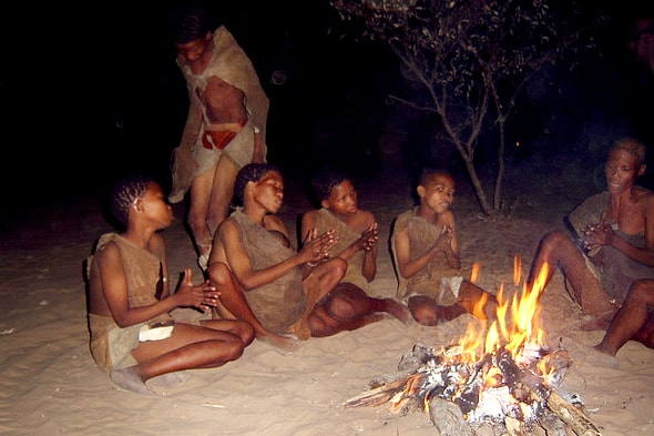 вечер  в племени бушменов